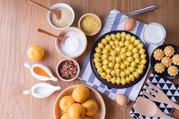 削除可能な模造フルーツ、フルーツの形をしたマングビーンズ、タイの伝統的なデザート。