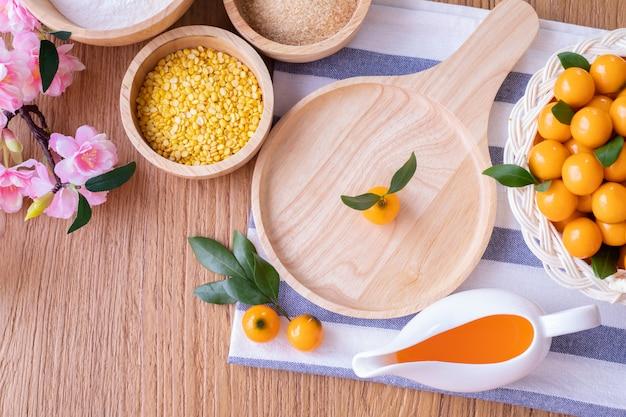 削除可能な模造果物、果物の形をした緑豆の台所のテーブル