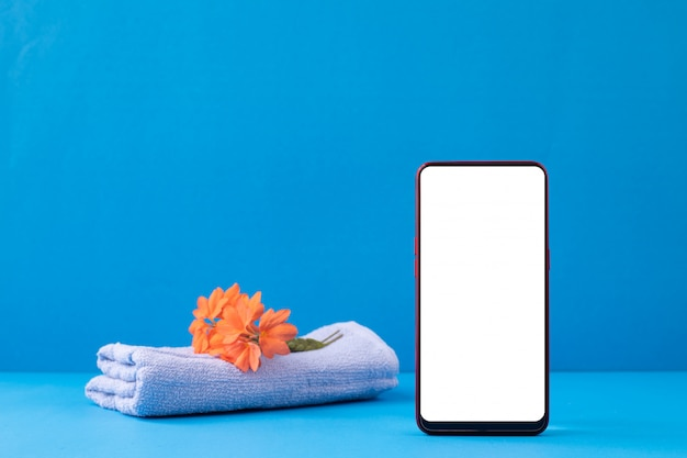 Пустой экран на смартфон макет на синем фоне.