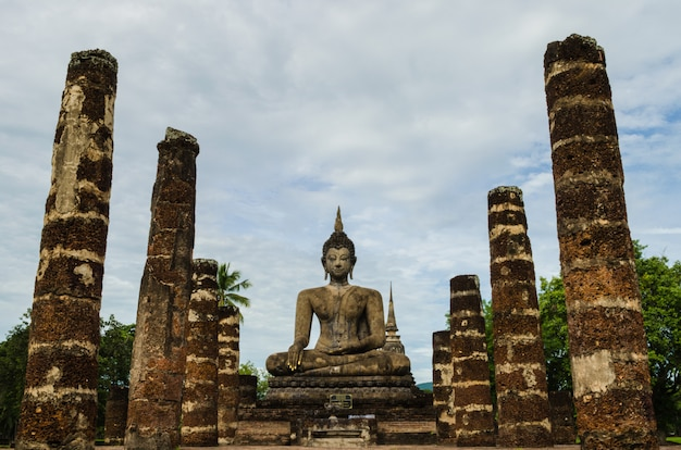 仏像のある列
