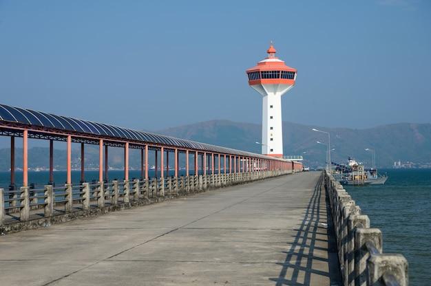 タイ、ラノーンのミャンマーとの国境にある灯台の税関と入国管理局。