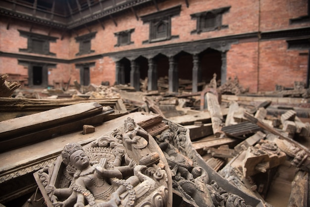 カトマンズネパールは大地震の後に深刻な被害を受けました。