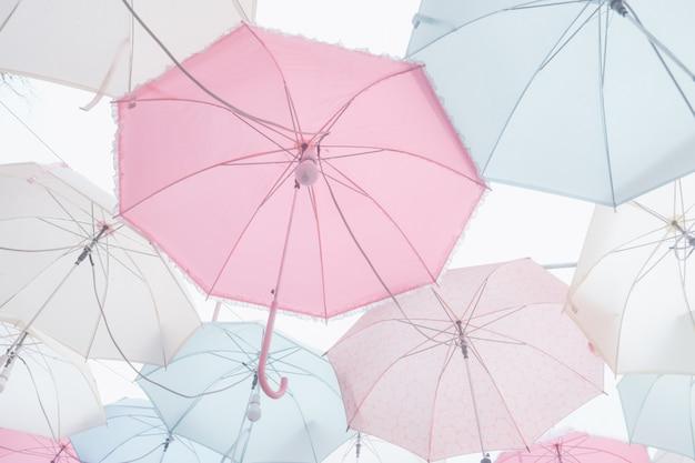 Куча пастельных зонтиков