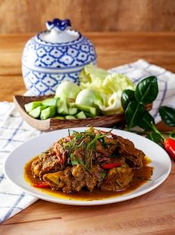 豚肉のカレー炒め。タイ料理
