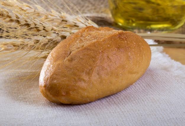 ケシの全粒粉パンの焼きたての新鮮なパン