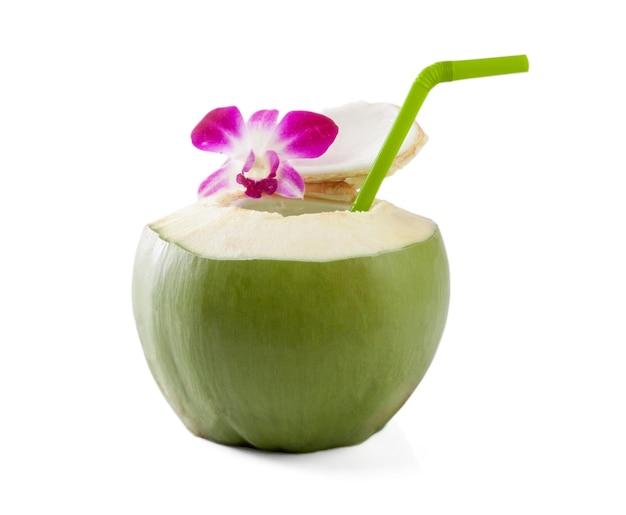 緑のココナッツ、飲み物、ストロー、孤立
