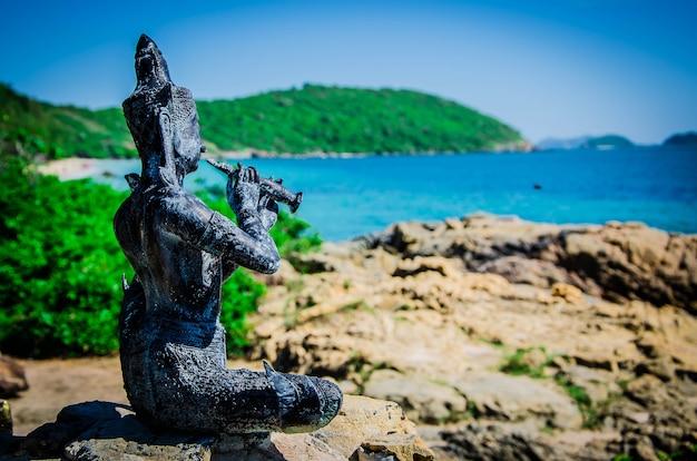 タイの海の像