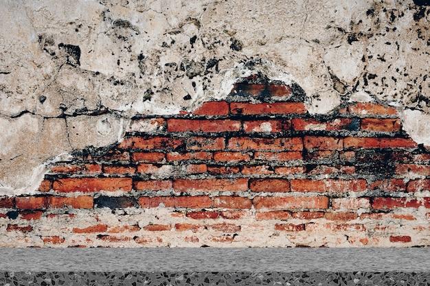 レンガの壁と古い大理石の床の背景と室内インテリアのヴィンテージ。