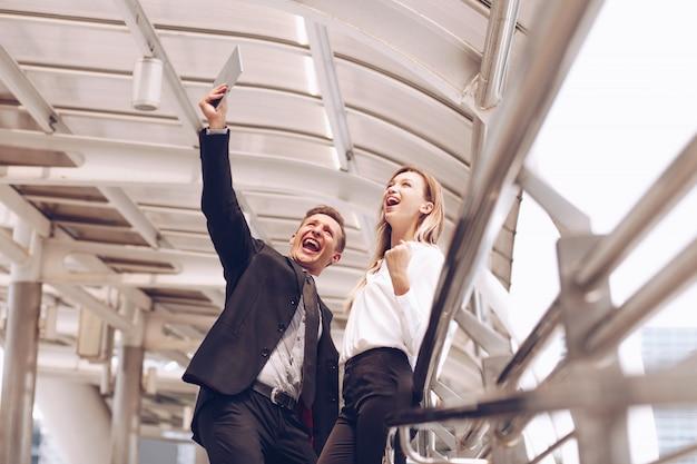 Муж и жена в восторге