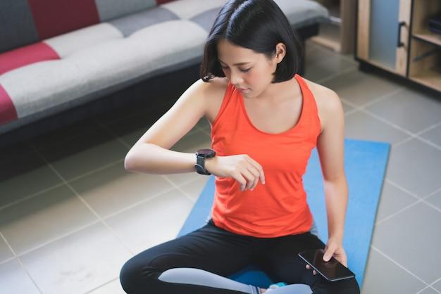 アジアの女性は彼女が行った活動をアップロードしています。