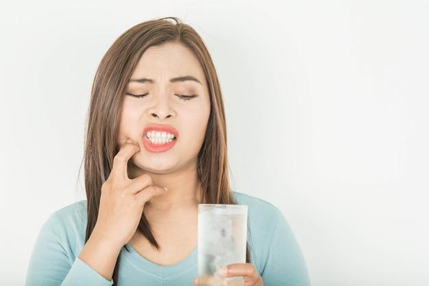 女性の敏感な歯
