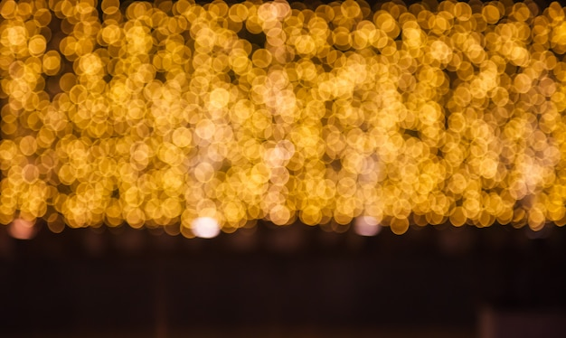きらびやかな輝くと輝くデフォーカスゴールドライト照明屋外の背景