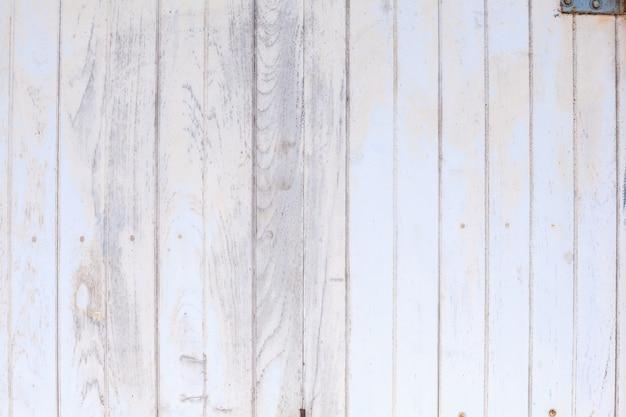 白い色塗りの大まかな木製のフェンス、床または壁パネルボードの背景