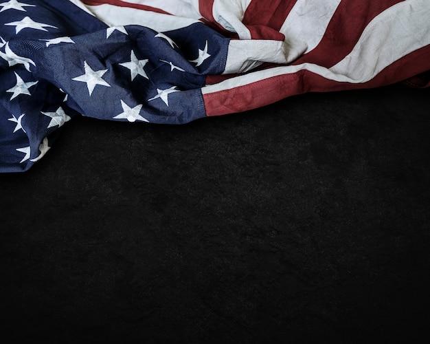 セメントの背景にアメリカ合衆国の旗