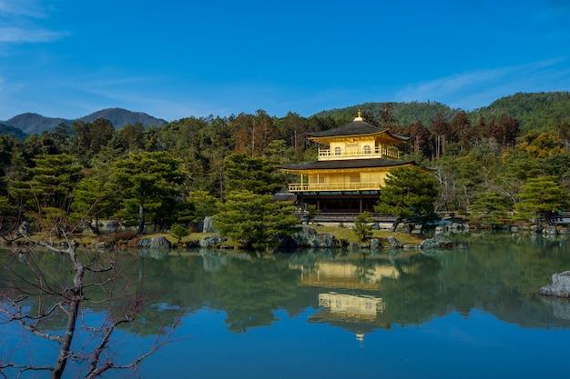 京都のあるお寺、それは街の主要な観光名所です。