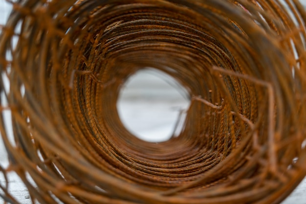 錆有刺鉄線の穴を閉じる