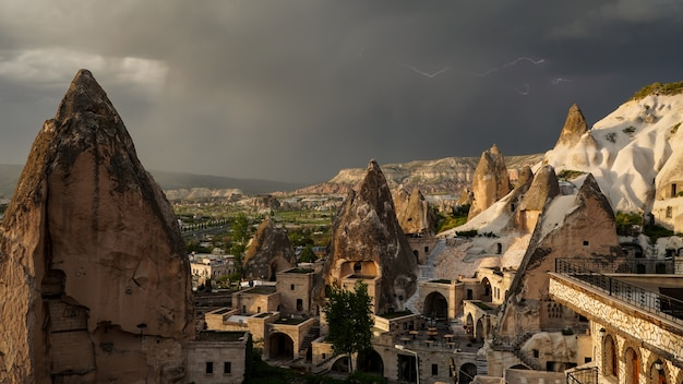 トルコ、カッパドキアのギョレメの風景。