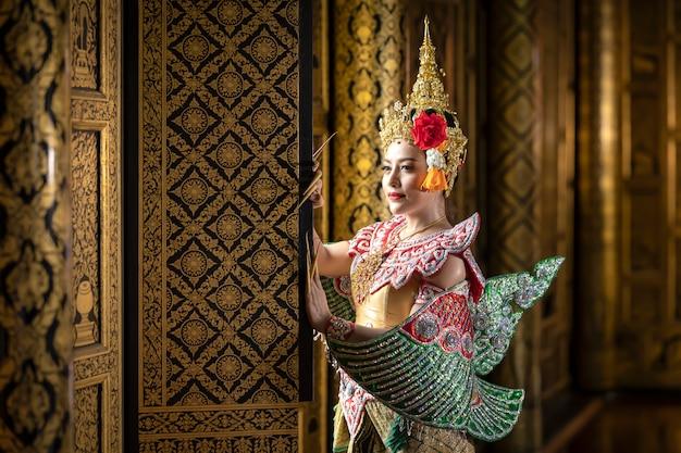 Тайская девушка в традиционном тайском костюме, культура идентичности таиланда.