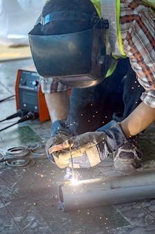建設機械を準備するための溶接機