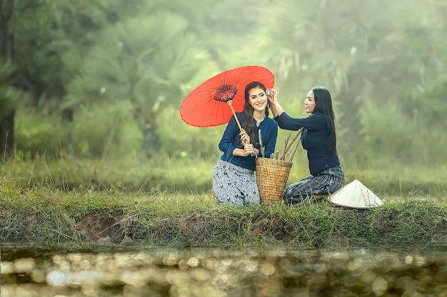 Тайская местная работающая женщина, саконнахон, таиланд