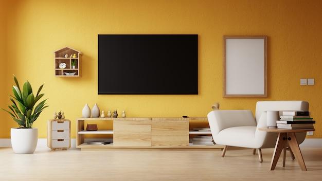 空のテレビとポスター付きのモダンなリビングルーム