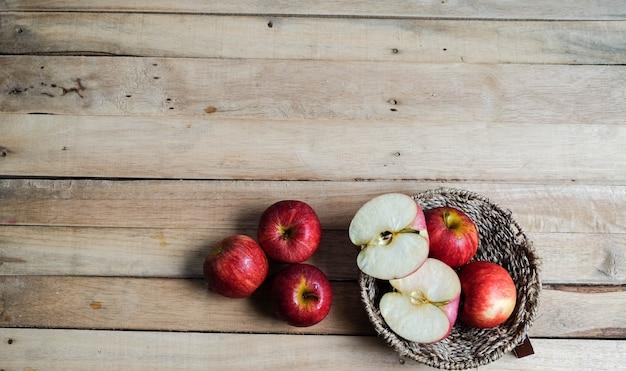 リンゴはバスケットで赤く切り刻まれました。上面図