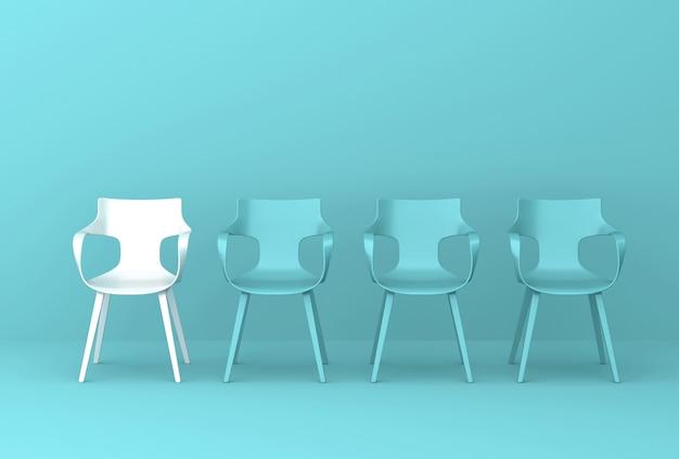 緑の壁の椅子の行