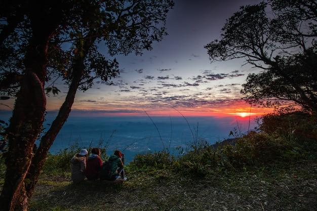 プールアン野生生物保護区、ルーイ県、タイの美しい日の出。