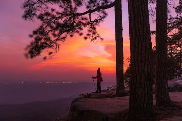 Красивый закат на высокой горе
