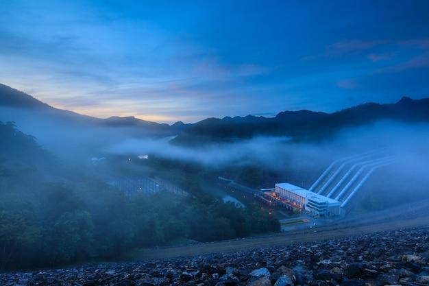 スリナガリンドダム、タイの視点。水力発電計画のダム。