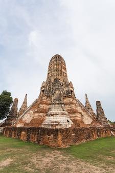Общественный древний храм в аютайя, таиланд