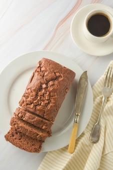 チョコレートパウンドケーキ。朝食やデザートの自家製ダークチョコレート菓子