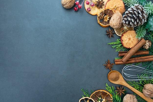 Еда и выпечка макет. различные кухонные принадлежности для выпечки. копировать пространство