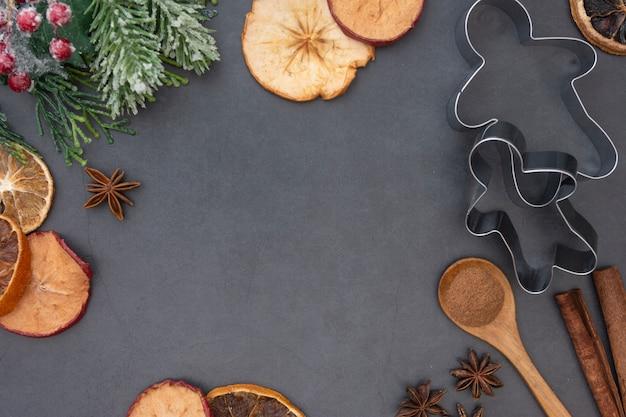クリスマスフードとベーキングのモックアップ。さまざまなキッチンベーキング用品。