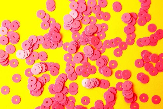 ピンクの輝くスパンコールのついた抽象的なスタイリッシュな背景。