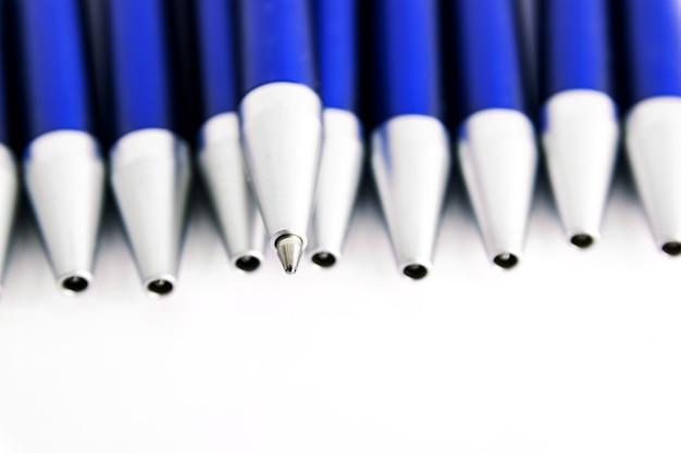 Голубые шариковые ручки