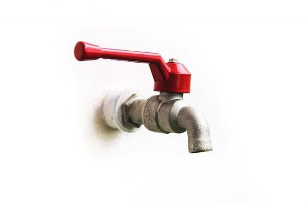 Водопроводная вода красная ручка дома.