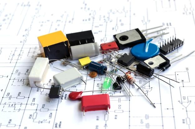 修理用電子機器のための電子機器およびアクセサリー。