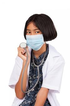 Милая азиатская девушка доктора