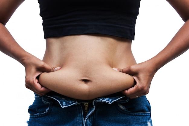 太った腹とストレッチマークのある女性、前側