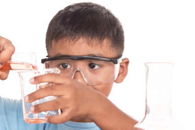 科学教育の概念、アジアの子供たちと科学実験