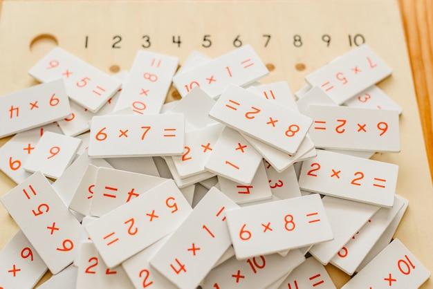 数学分野の子供たちを育てるためのモンテッソーリの教材