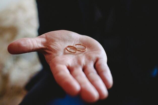 Одиночные кольца из золота и серебра