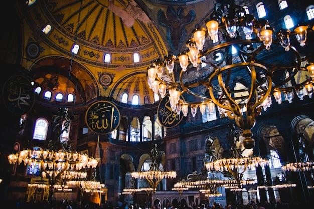 最も訪問されたイスラム教徒のためのモスク、歴史的聖ソフィア大聖堂の内部