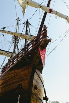 サンタマリアボートの帆船のレプリカ、アメリカを発見したボート。