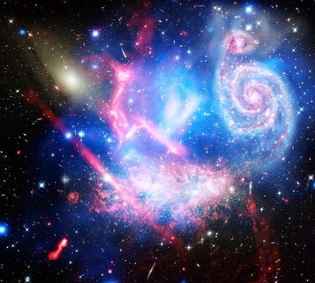 望遠鏡は銀河団の最前線を推進するために結合
