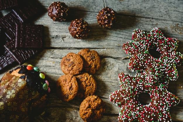 チョコレートクッキー、ジンジャーブレッドクッキー、クリスマスクリーム用ミント入りダークチョコレート
