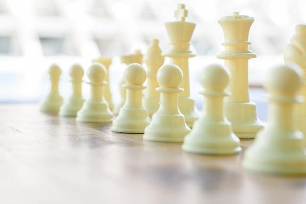 試合前のチェス盤の白い部分。