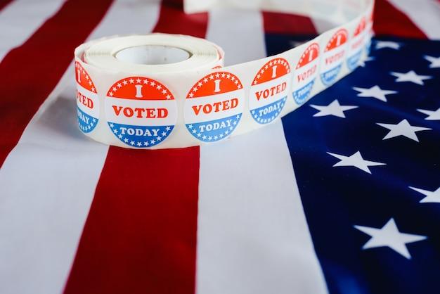 私はアメリカの国旗に対するアメリカの選挙の典型的なステッカーを今日投票した。