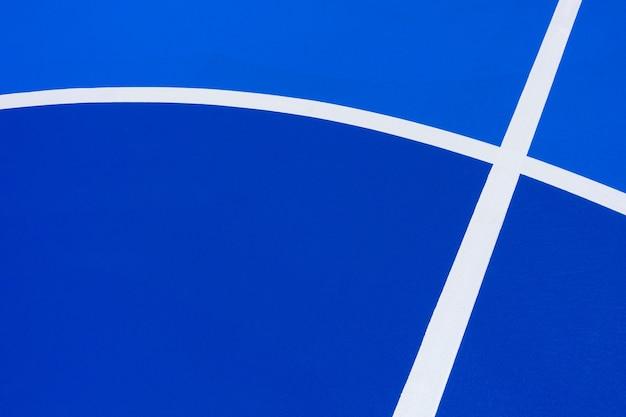 強烈な青いバスケットボールコートの背景